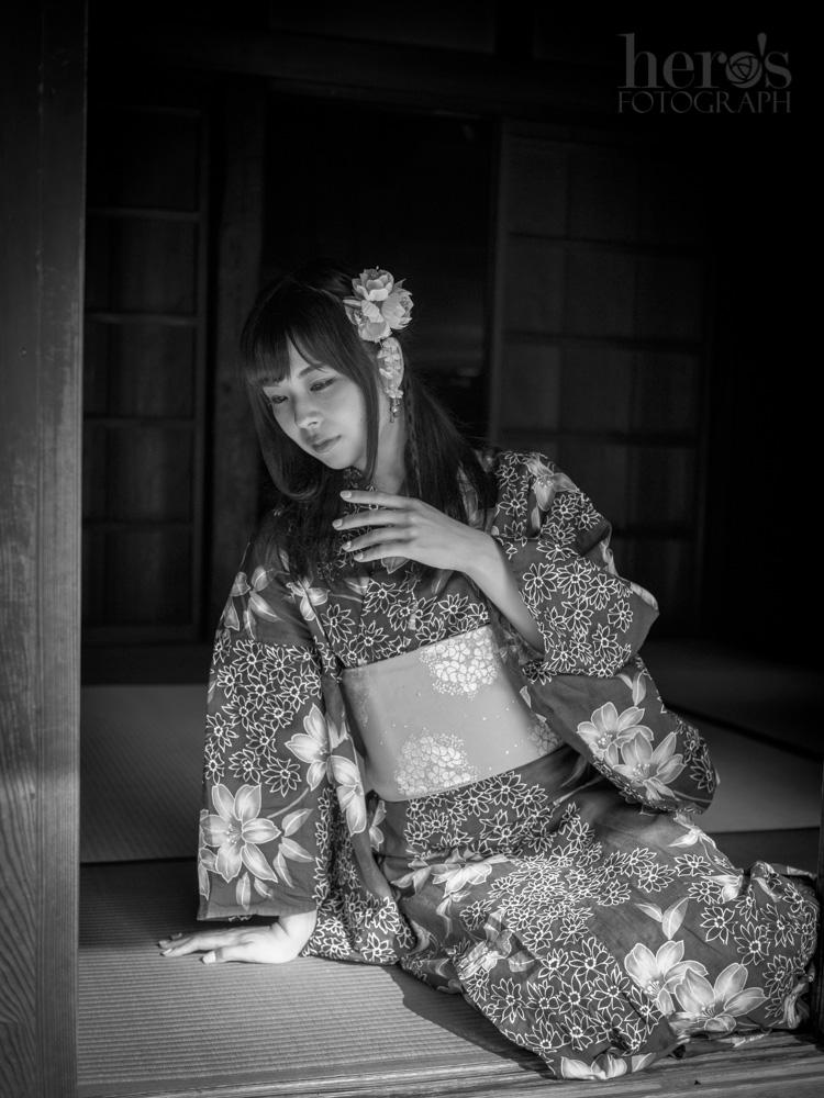 愛しのまりん_浴衣_モノクロ_02